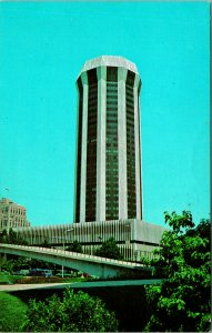 Springfield IL Forum Thirty Plaza Convention Hotel Postcard unused (21307)
