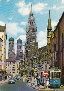 Germany Muenchen Blick auf das Rathuas und Frauenkirche