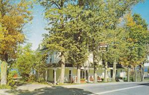 Hotel Motel Chateau Du Lac , Notre-Dame du Lac , Quebec , Canada , PU-1974