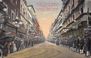 MEXICO CITY~AVENIDA FRANCISCO MADERO en dia de FIESTA-HOLIDAY CROWDS POSTCARD