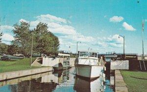 OTTAWA , Ontario , 40-60s ; Rideau Canal and Locks Version-2