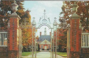 1950's/60's Palace Gates, Governor's Palace, Williamsburg, Virginia Postcard
