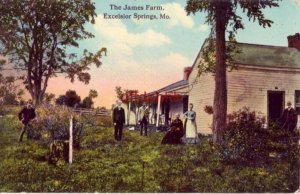 THE JAMES FARM, EXCELSIOR SPRINGS, MO publ by Smith Syndicate Family in the yard