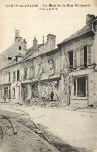 CPA Militaire - CRÉPY-en-VALOIS - Le Haut de la Rue Nationale (92034)