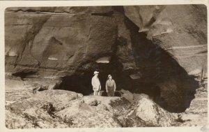 RP: SAN Diego , Ca. , 1915 ; Men at cliff