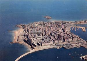 France Saint Malo Vue generale de la Ville Close entre les Remparts