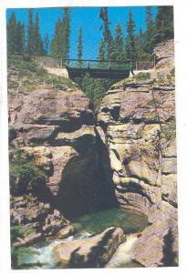 Maligne Canyon , Jasper , Alberta , Canada , 50-60s