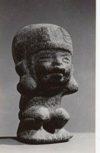 RP: NEW YORK CITY, N.Y., 1940-50s s ; Museum of Primitive Art ; Croching Figure,