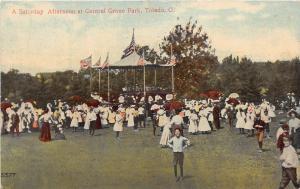 B44/ Toledo Ohio Postcard Lucas County c1910 Central Grove Park Crowd Pavilion