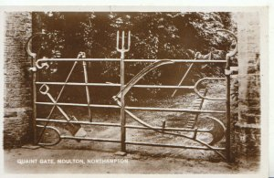 Northamptonshire Postcard - Quaint Gate - Moulton - Real Photograph - Ref TZ1757