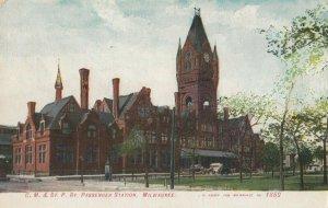 MILWAUKEE, Wisconsin, 1908 ; C.M. & St. P. Railroad Train Depot