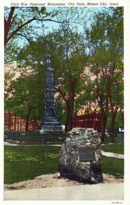 Civil War Veterans Monument, city Park, Mason City IA c1948 Vintage Postcard F11