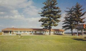 Exterior Scenic Motel overlooking The Ottawa River,  Ontario,   Canada,  40-60s