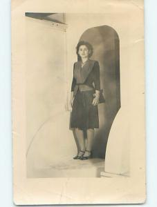 Pre-1940'S rppc fashion PRETTY WOMAN IN STYLISH OUTFIT WITH HANDBAG PURSE HM0763