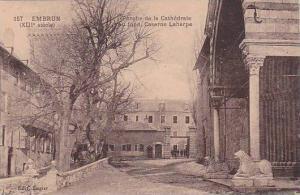 France Embrun Porche de la Cathedrale au fond Caserne Laharpe