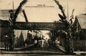 CPA NOSSI-BE L'Ecole principale le jour de l'Armistice MADAGASCAR (709665)
