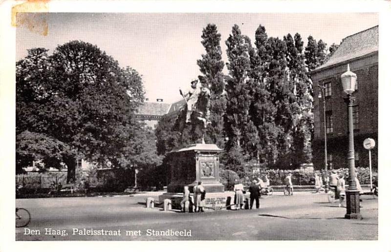 Den Haag Holland Paleisstraat met Standbeeld Den Haag Paleisstraat met Standb...