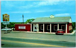 Little Rock, AR Postcard HANK'S DOG HOUSE Restaurant Route 67 Roadside c1960s