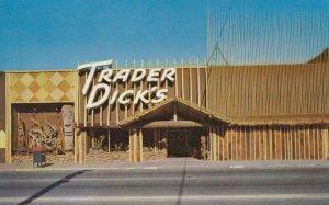 SPARKS, Nevada , 50-60s ; Trader Dick's