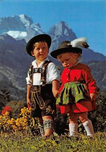 Bloss koa Neid! Children in Traditional Costumes Mountains Garmisch
