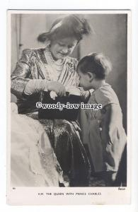 r2104 - Queen Elizabeth with her young Grandson Prince Charles - postcard
