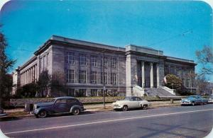 Columbus~Campus Ohio State University~Museum~NICE 1940-50s Cars in Front