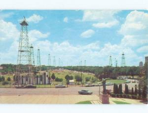 1950's OLD CARS BY THE OIL WELL DERRICKS Oklahoma City OK E9027