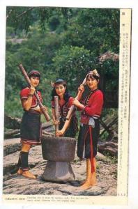 Girls milling rice, 40-60s