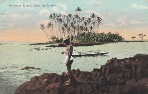 HAWAIIAN ISLANDS , PU-1923 ; Man fishing from Cocoanut Island