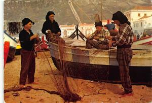 Portugal Nazare Repairing the Fishing Nets Consertando as Redes Postcard