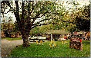 Gatlinburg, Tennessee Postcard MAPLES' COTTAGES Highway 441 Roadside c1950s