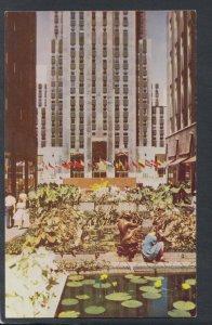 America Postcard - Fountains, Rockefeller Plaza, New York City T9849