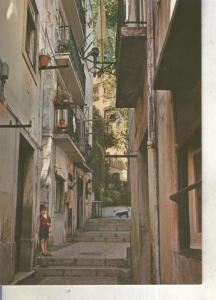 Postal 013838: Calle tipica de Alfama, Liboa, Portugal
