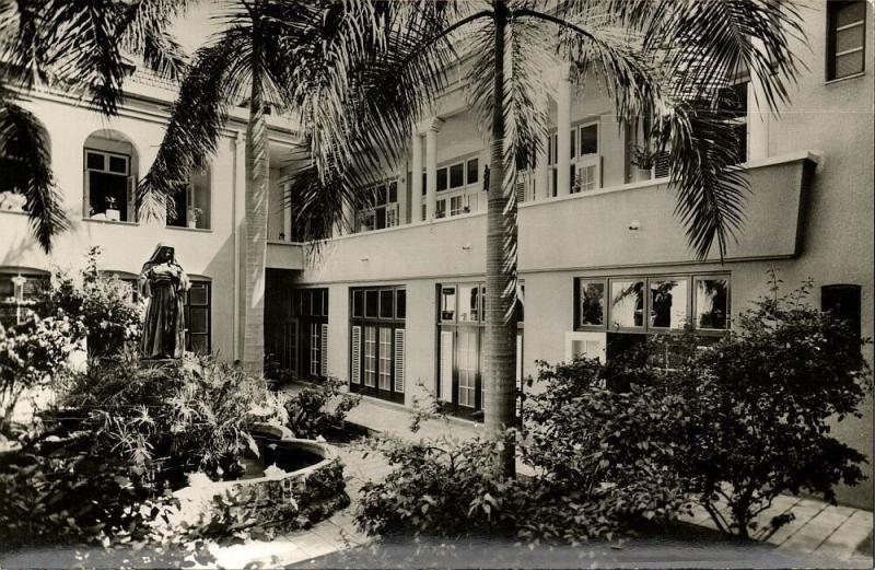 curacao, WILLEMSTAD, Sint Elisabeth Hospital, Kloosterbinnenhof (1950s) RPPC