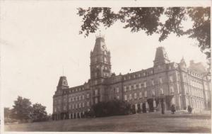 RP, Le Parlement De Quebec Et Son Parterre, QUEBEC, Canada, 1920-1940s