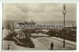 tp8841 - Essex - Early View of the Bridge and Pier, at Clacton-on-Sea - Postcard