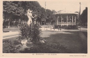 EPERNAY, France, 10-20s; Le Jardin