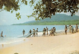 Vintage Postcard, Fishermen on Mamah Beach, Sierra Leone, Africa 83W