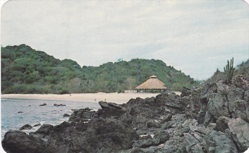 Mexico , 40-60s ; Lookout & Beach , Ixtapa Island , Zihuatanejo , Guerrero