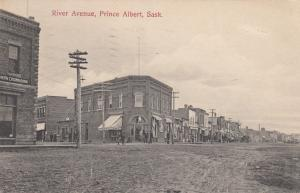 PRINCE ALBERT , Saskatchewan , Canada , 00-10s ; River Avenue