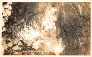 BEND OREGON~ENTRANCE OF LAVA CAVE~PHOTO ART STUDIO 1940s REAL PHOTO POSTCARD