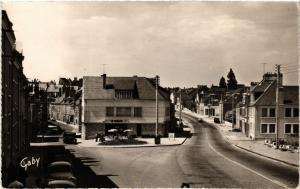 CPA BEAUGENCY La Rue Porte-Dieu et la route nationale (607407)
