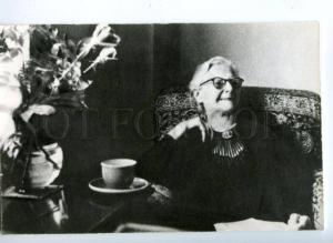 140438 VOYNICH Famous WRITER reading Letters Old photo card