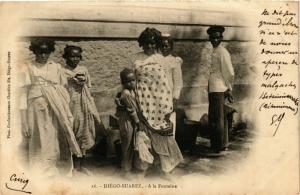 CPA DIEGO-SUAREZ A la fontaine MADAGASCAR (709586)