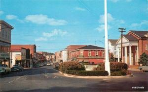 1950s Walnut Street looking North Milford Delaware autos Tingle 7277
