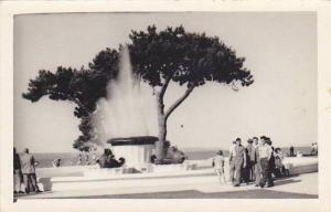 RP: Waterfountain at beach , Auckland,New Zealand, 20-40s