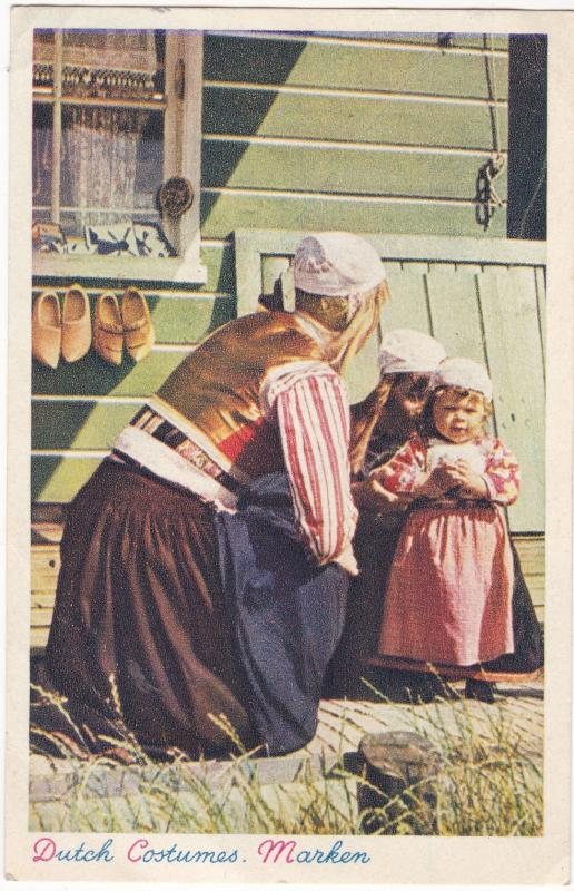 Postcard Netherlands / Costumes Dutch Costumes Marken