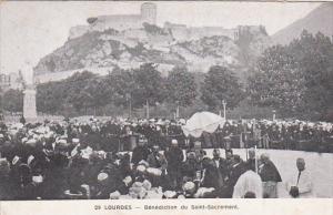 LOURDES, Benedicton du Saint-Sacrement, Hautes Pyrnees, France, 00-10s