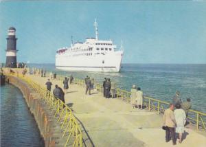 Rostock-Warnemunde , Einfahrt des MS Warnemunde , 50-60s