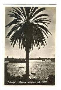 RP; Brindisi , ITALY, 20-40s ; Visione notturna del porto